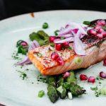 Pieczony, smażony czy grillowany – jak najlepiej przyrządzać łososia?